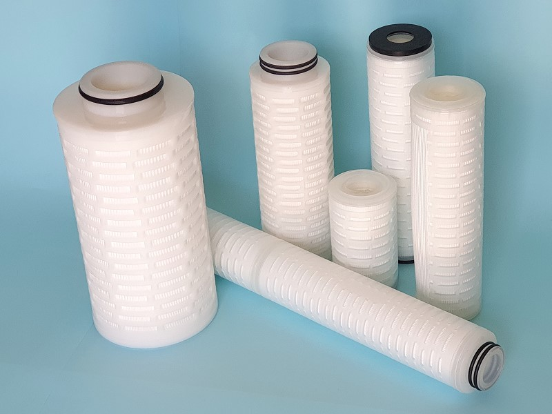 Absolute pleated filter element